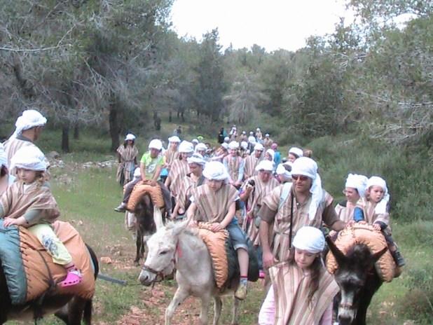 רוכבי חמורי מכפר קדם