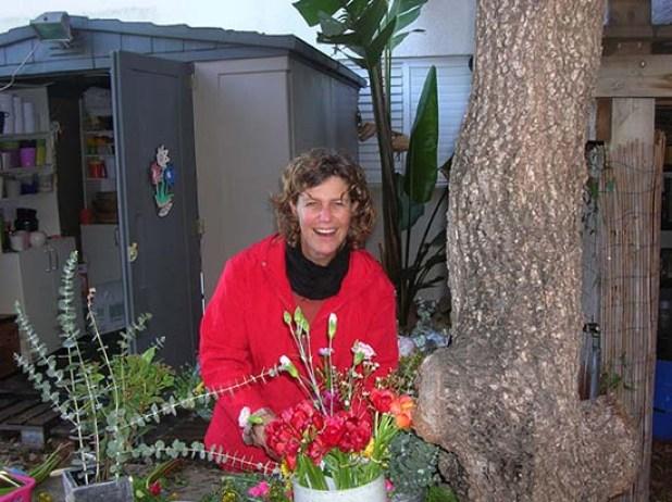 אורית חריטן - פרחים בחצר