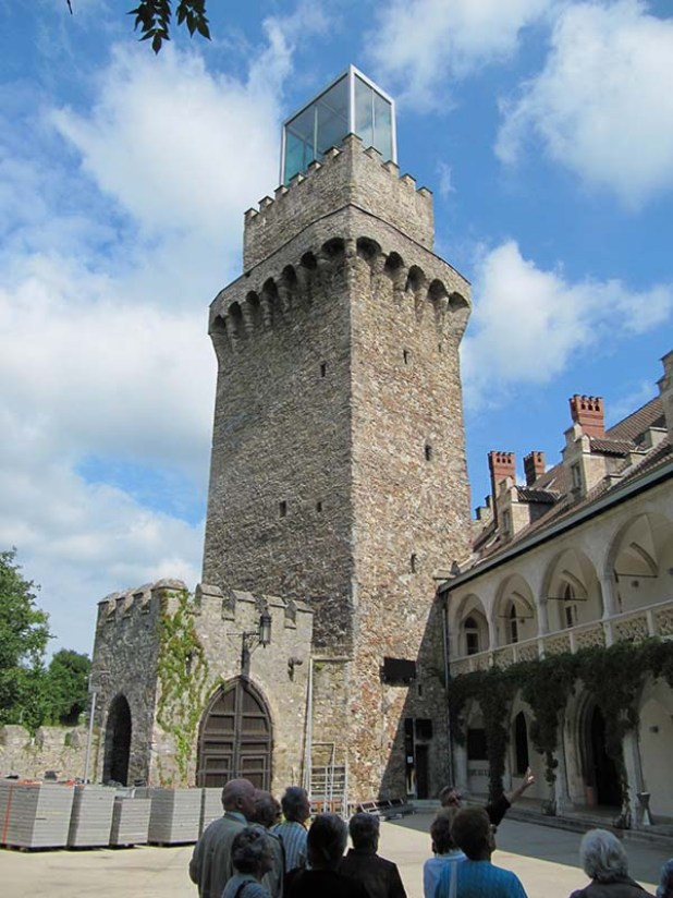 """מגדל """"שלוס רוטשילד"""" כולל מוזיאון עינויים וחדר אירועים על הגג"""