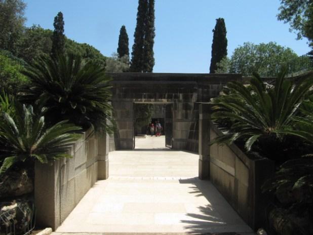 כניסה לקברי משפחת רוטשילד