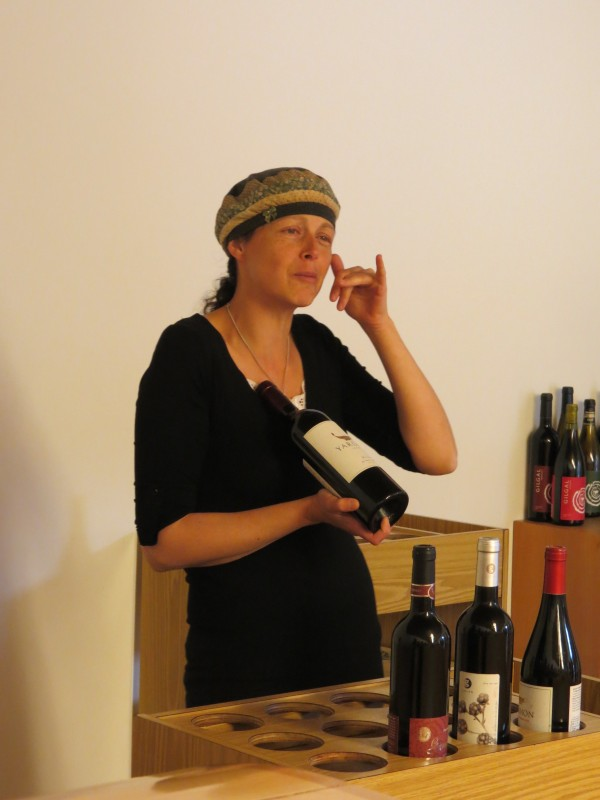 יקב רמת הגולן - הסבר על סוגי היין על ידיהייננית החיננית