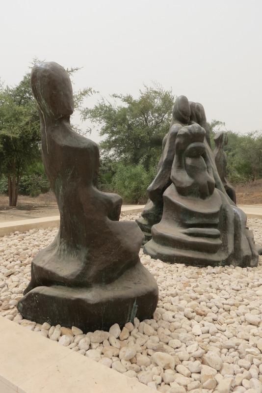 יד לאשה הלוחמת של הפסל נתן רפפורט