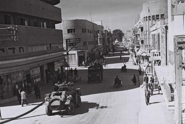 נחלת בנימין Government Press Office (GPO)-British armoured vehicles patrolling 1947