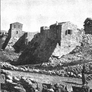 בנייני_הכפר_שנבנו_על_החומות