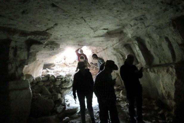 הכניסה למערה