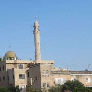 המסגד ברכס מעל הבאר - צריח בודד