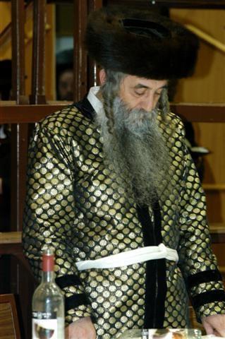 A Hasidic man wearing a kaftan צילום: Bobover1 מוויקיפדיה האנגלית