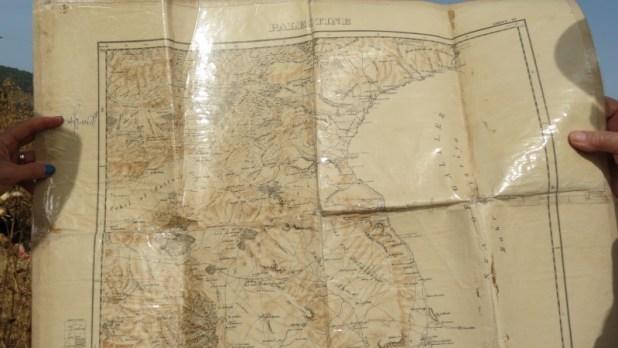 שדה עמודים במפה עתיקה