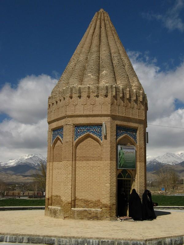 The Habakuk mausoleum, in Tuyserkan, Iran צילום: Betta27
