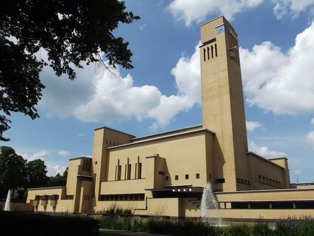Roundtheworld - Own work Hilversum Town Hall: the finest example of the work of architect Willem Marinus Dudok