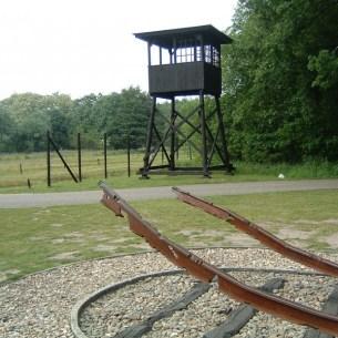 מחנה וסטרבורק - Reconstructed watchtower at Westerbork - צילום: Blacknight - Public Domain