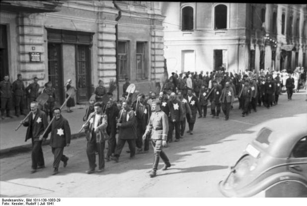 Bundesarchiv Bild 101I-138-1083-29, Russland, Mogilew, Zwangsarbeit von Juden Collection הארכיון הפדרלי הגרמני Blue pencil.svg wikidata:Q685753 מיקום נוכחי Propagandakompanien der Wehrmacht - Heer und Luftwaffe