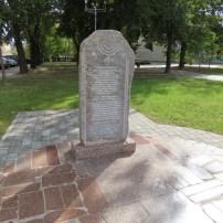 אנדרטת של משפחת לזרוס במינסק. The Lazarus Foundationi has donated hundreds of monuments in Belarus including one in Bogushevichi