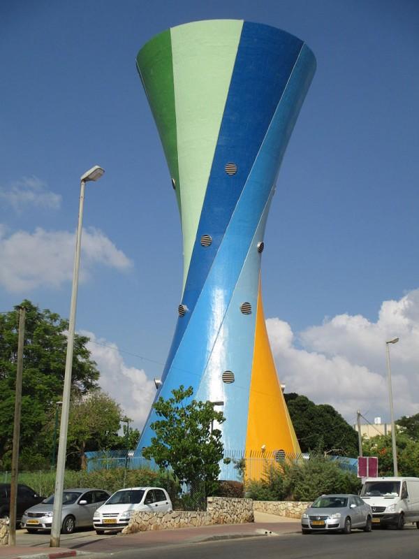 מגדל המים בשכונת רביבים צילום: Avi1111 dr.avishai teicher