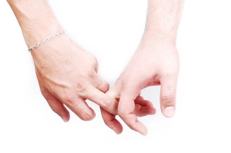 Paar Händehaltend