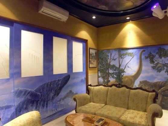 個人邸-壁画のある応接間