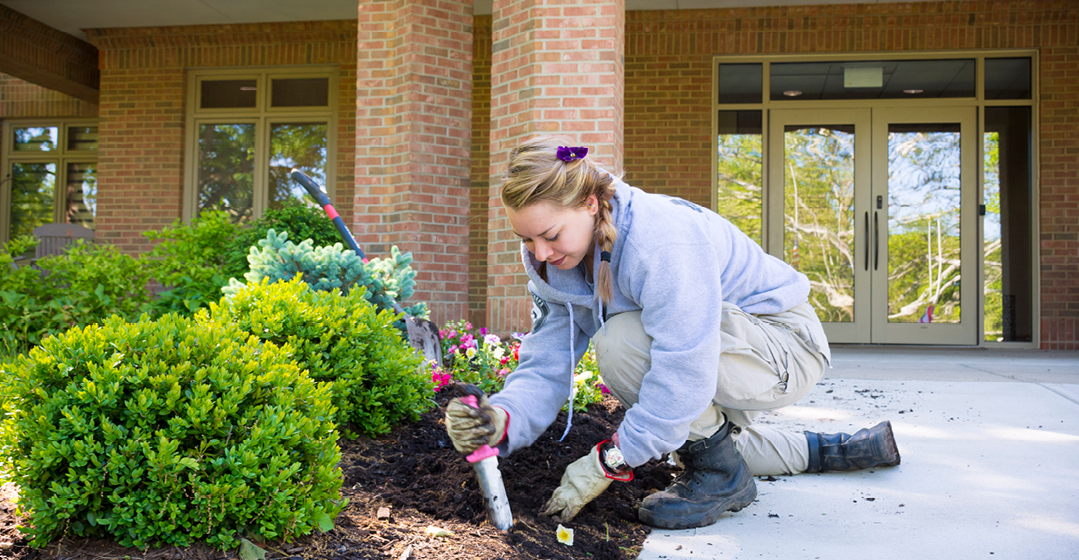 AmeriCorps Volunteers Visit Ohio's Hospice Of Dayton