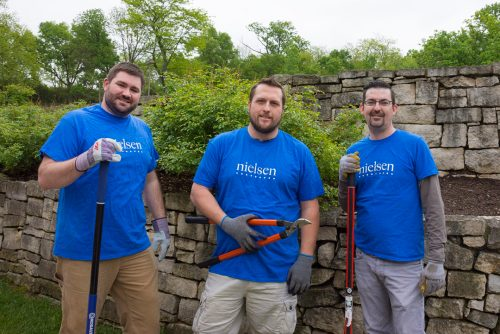 Nielsen Volunteers at Ohio's Hospice of Dayton Hospice House