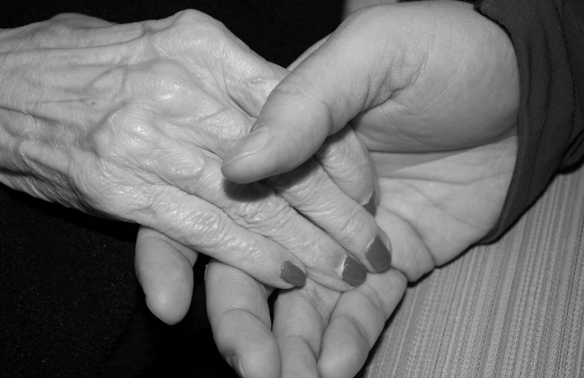 Hospice social workers connect through frequent routine visits