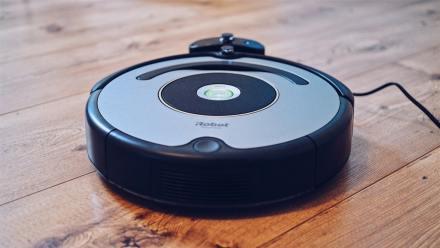 a round robotic floor cleaner