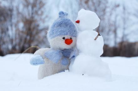 two snowmen in the snowy yard