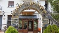 Hostal-Can-Josep-arco-entrada
