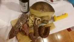 Hostal-Can-Josep-restaurante-platos-tabla-queso-embutidos