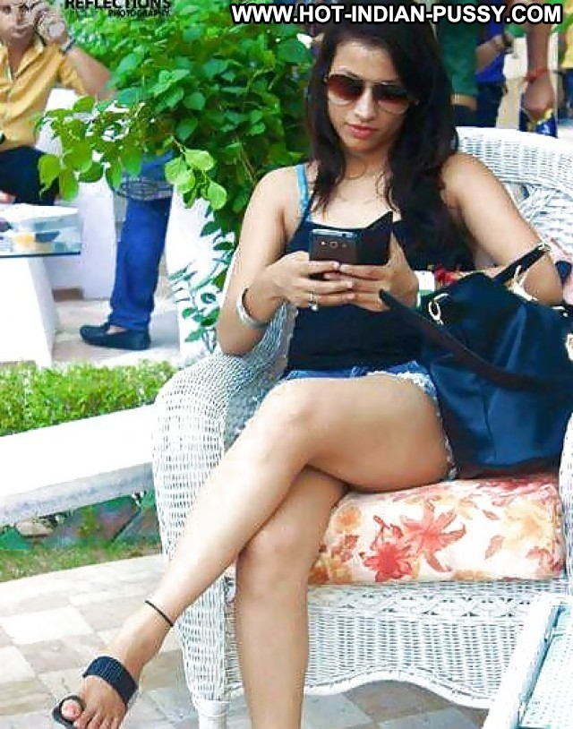 Shirley Private Pics Desi Party Babe Sexy Indian Pool Teen Slut Doll