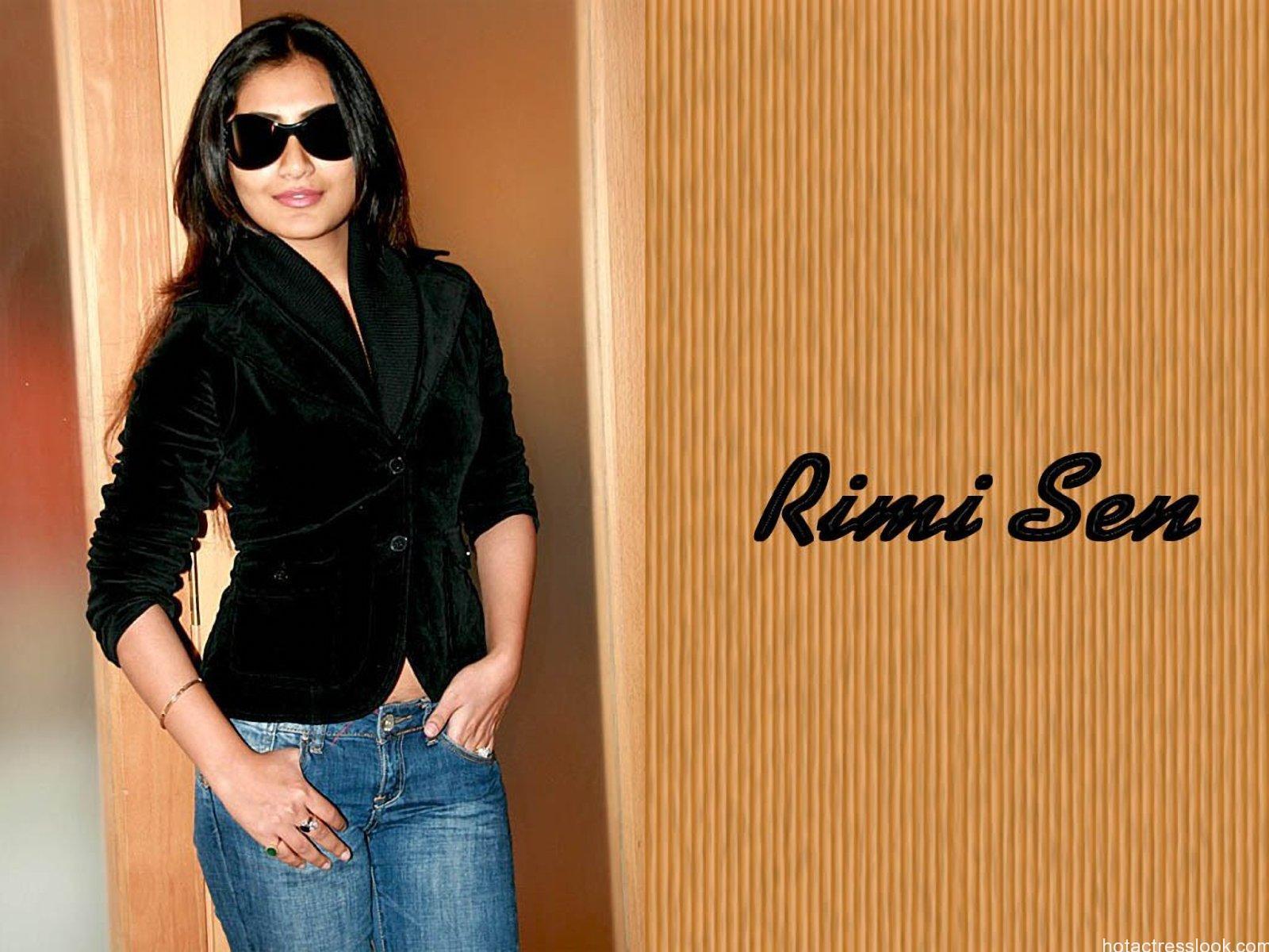 Rimi Sen Hot And Beautiful Wallpapers