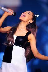Ariana Grande (17)