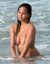 Chrissy Teigan (26)