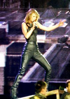 Taylor Swift (26)