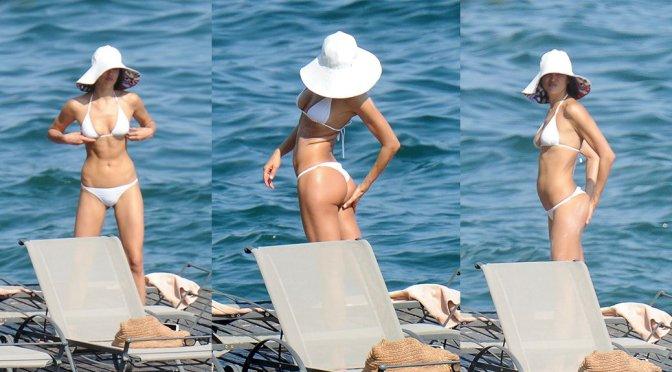 Irina Shayk – Bikini Candids in Italy