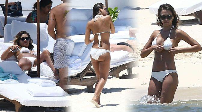 Jessica Alba – Bikini Candids in Cancun
