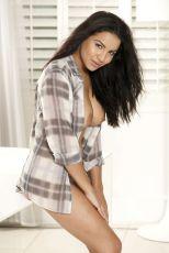 Lacey Banghard (3)