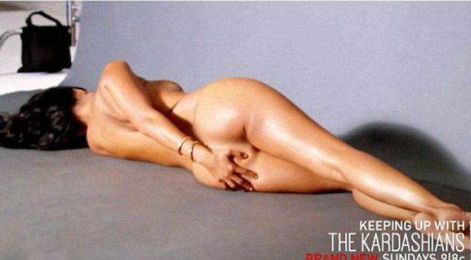 "Kourtney Kardashian - ""Keeping Up With The Kardashians"" Naked Promo (Censored)"