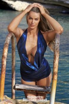 Robyn Lawley (33)