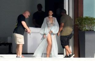 Rihanna (27)