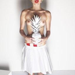 Miley (1)