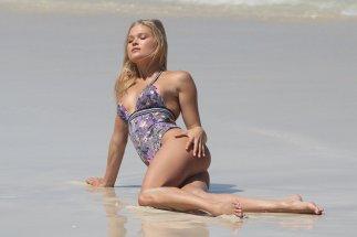 Josephine Skriver (37)