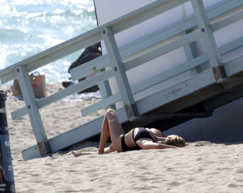 Kelly Rohrbach - Topless Photoshoot Candids in Malibu