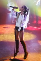 Ariana Grande (21)