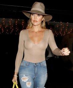 Khloe Kardashian (21)