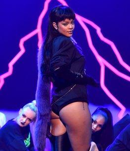 Rihanna (28)
