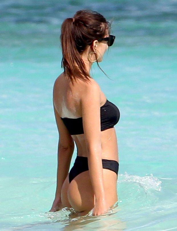 Emily Ratajkowski - Bikini & Topless Candids in Cancun
