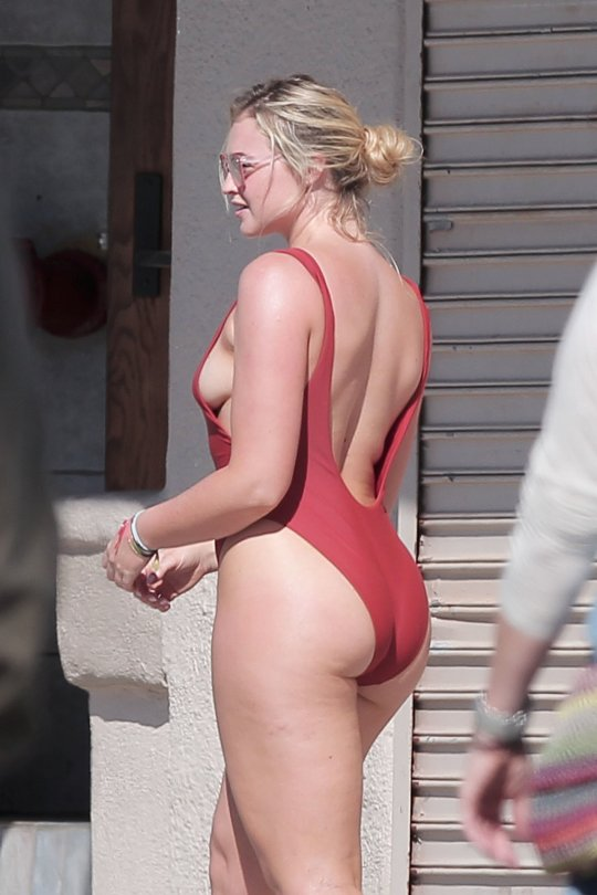 Iskra Lawrence - Bikini Photoshot Candids in Venice Beach