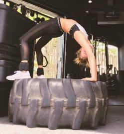 Karlie Kloss Yoga