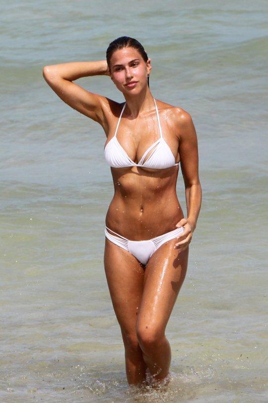 Kara Del Toro in Bikini Hot Photos  Pic 20 of 35