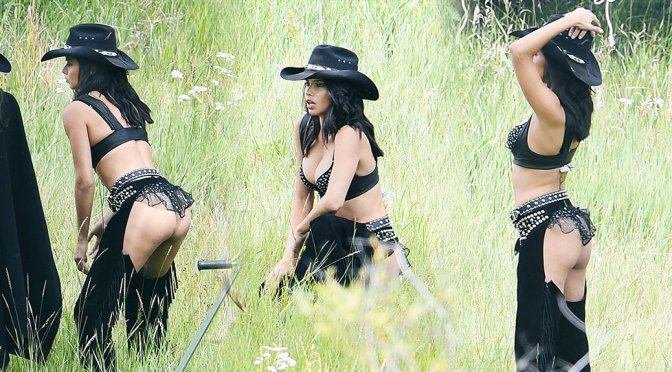 Adriana Lima – Victoria's Secret Holiday Catalog Photoshoot Candids in Aspen