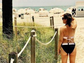 Alyssa Milano Bikini Ass